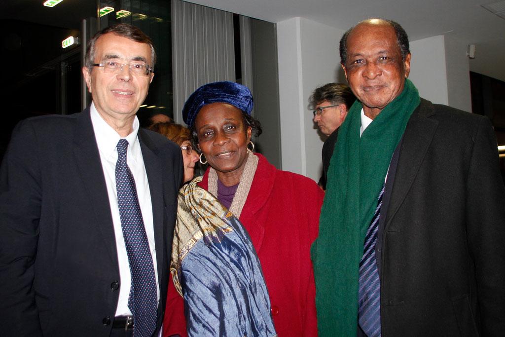 Jean-Jack QUEYRANNE, Mme DIALLO et son époux le Dr Abdoulaye H.  DIALLO © Anik COUBLE