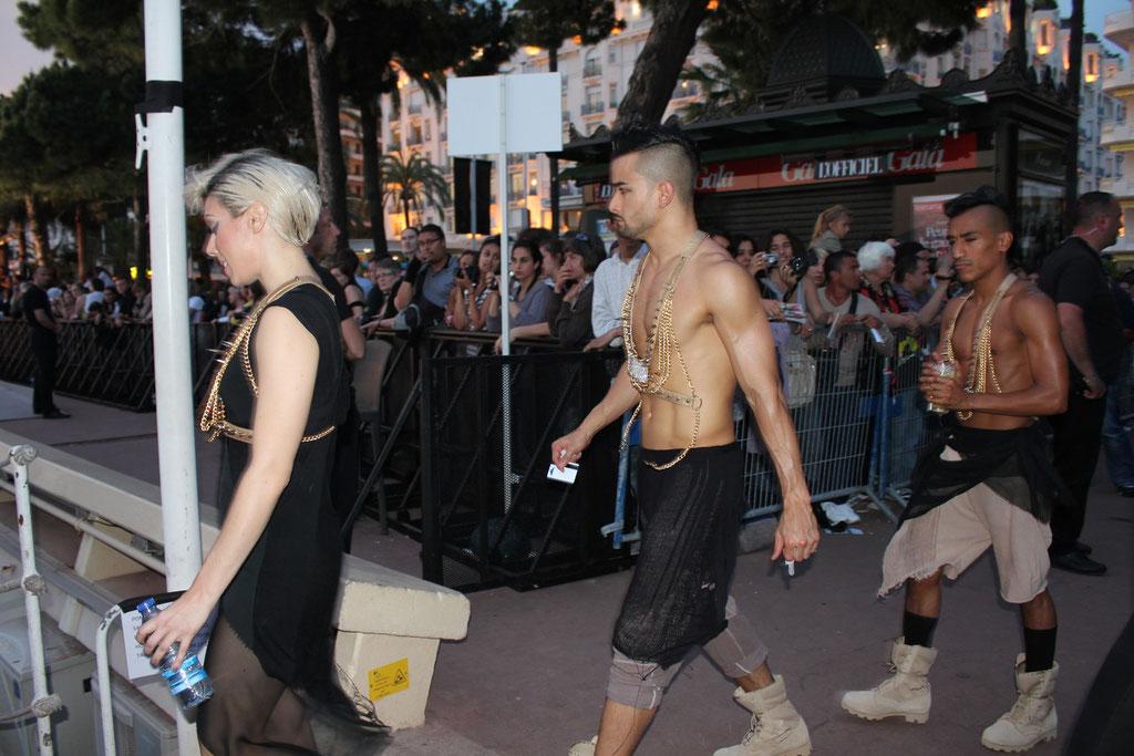 La troupe de danseurs de Lady GAGA  - Festival de Cannes 2011 © Anik COUBLE