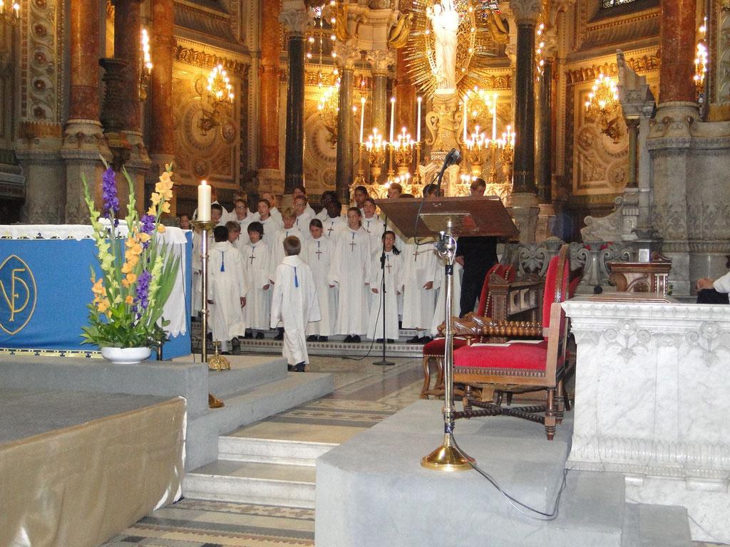 Les petits chanteurs de Saint Marc, lors du renouvellement du vœu des Echevins - Basilique de Fourvière - Lyon - 08 Sept 2013 © Pascale Millet