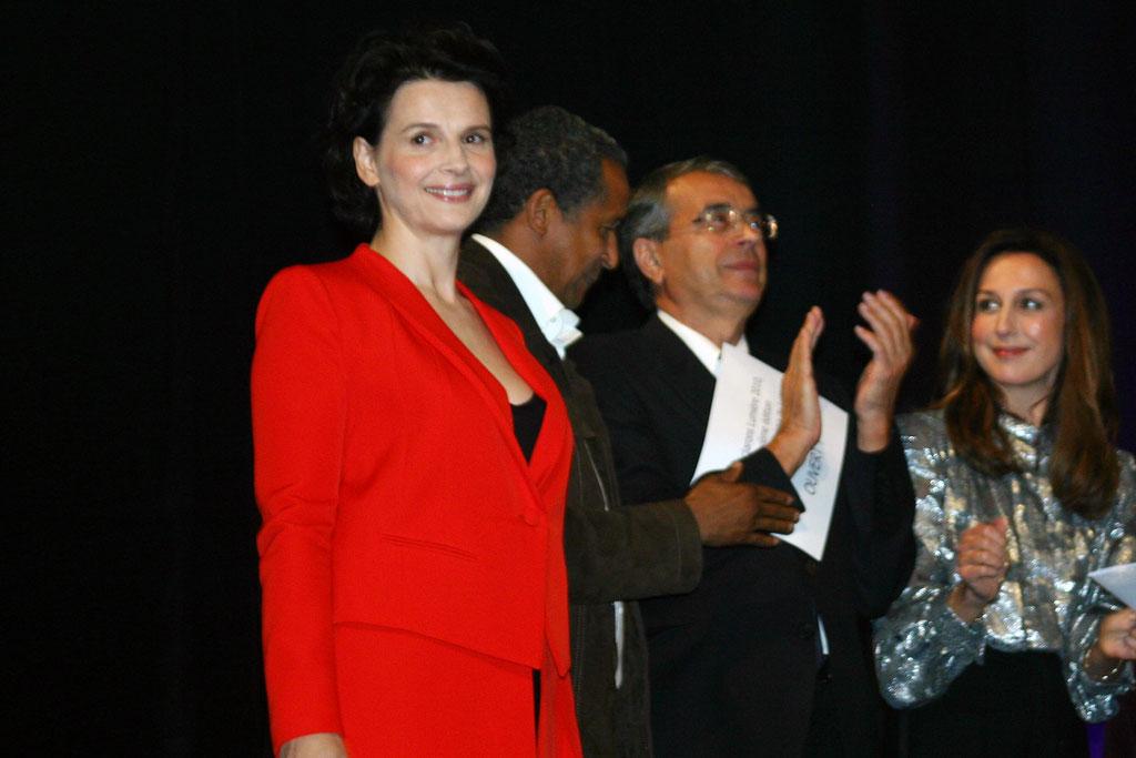 Juliette Binoche,  Aberrrahmane Cissako, Jean-Jack Queyranne et Elsa Zylberstein  - Cérémonie d'ouverture du Festival Lumière - Lyon - Oct 2010 - Photo © Anik COUBLE