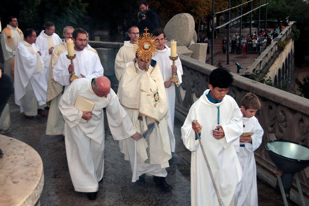 Procession lors du renouvellement du vœu des Echevins - Basilique de Fourvière - Lyon - 08 Sept 2013 © Anik COUBLE