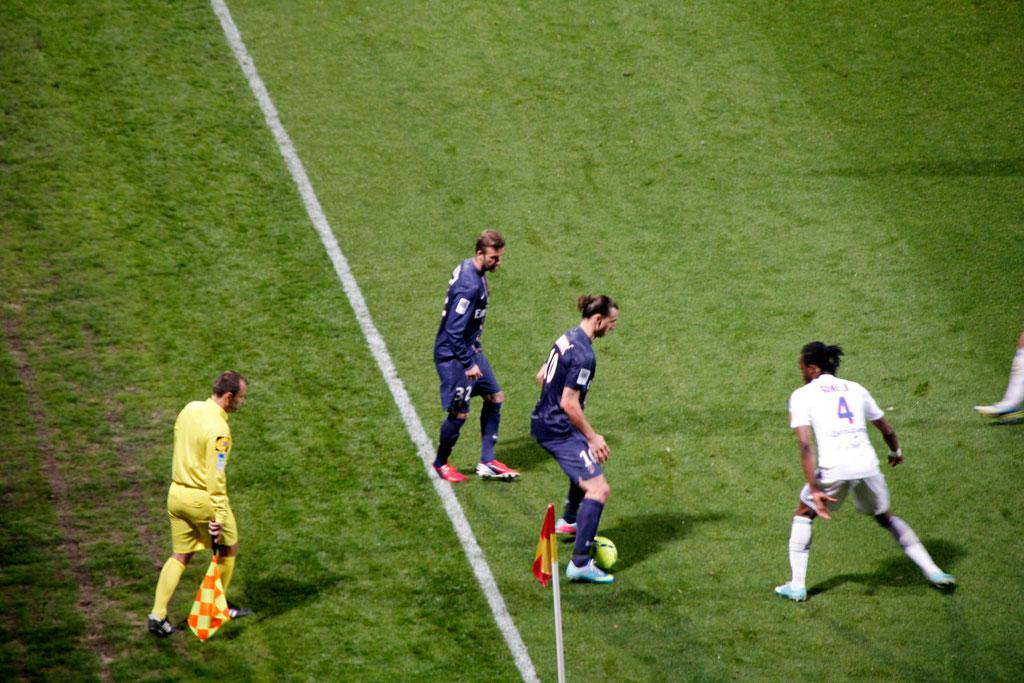 David Beckham et Zlatan Ibrahimovic, lors du match OL - PSG - Lyon - Gerland - Mai 2013  © Anik COUBLE