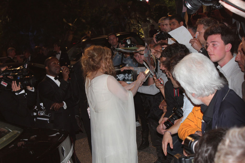 Faye DUNAWAY à la rencontre de son public - Festival de Cannes 2011 - Photo © Anik COUBLE