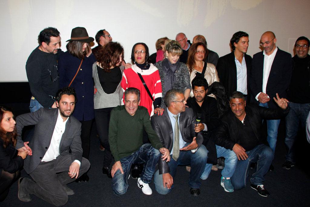 """Les marcheurs avec l'équipe du film """"La Marche"""" lors de l'avant-Première à Lyon le 5 Novembre 2013 - Photo © Anik COUBLE"""