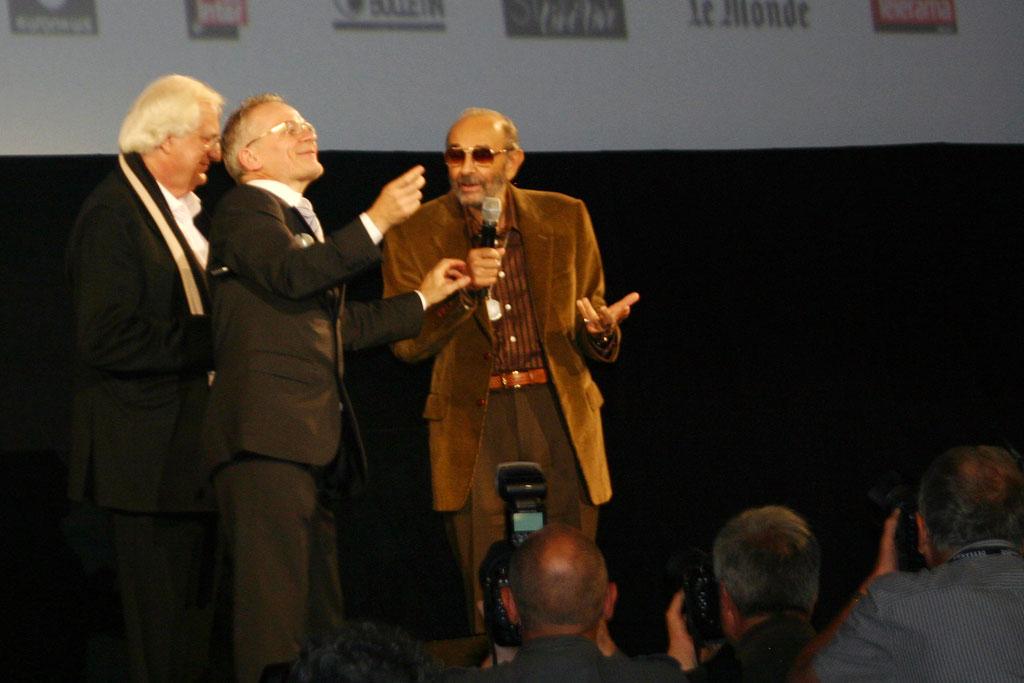 Stanley Donen  entouré de Bertrand Tavernier et Thierry Frémaux - Cérémonie d'ouverture du Festival Lumière - Lyon - Oct 2010 - Photo © Anik COUBLE