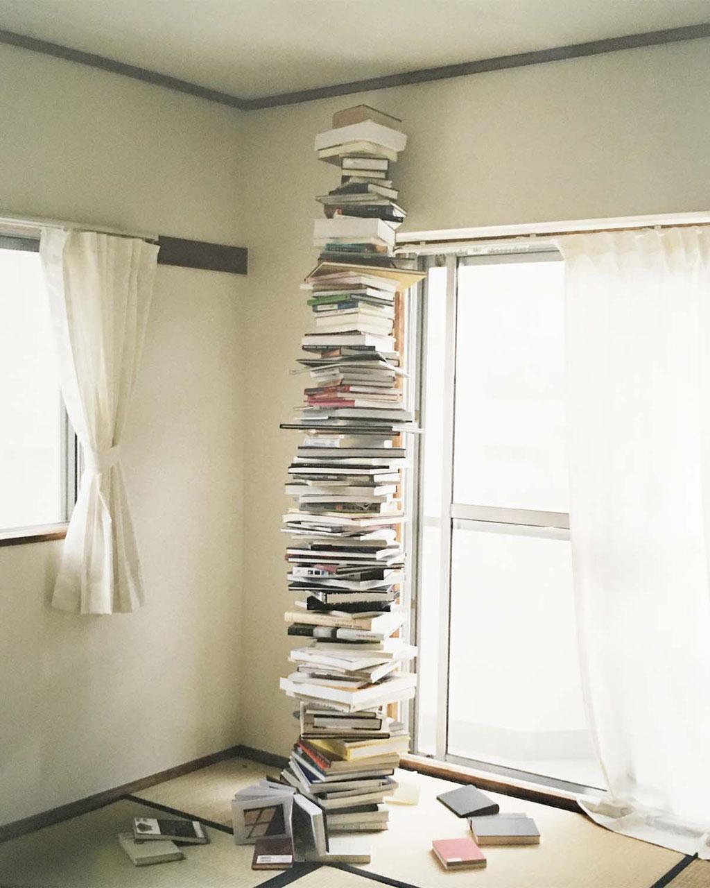 Books / Waterfall・20120-2020 ・Chromogenic print