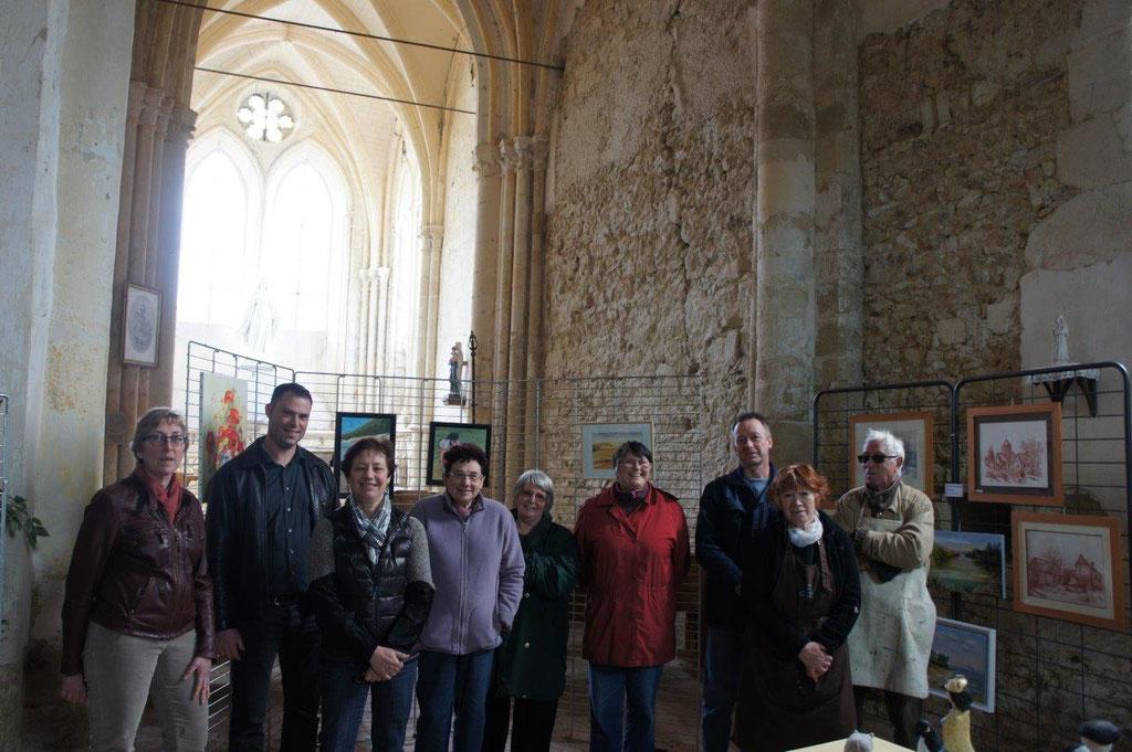 Jordane Beauchard (2ème à partir de la gauche), maire de Celles-lès-Condé, en compagnie des peintres du Val de Marne.