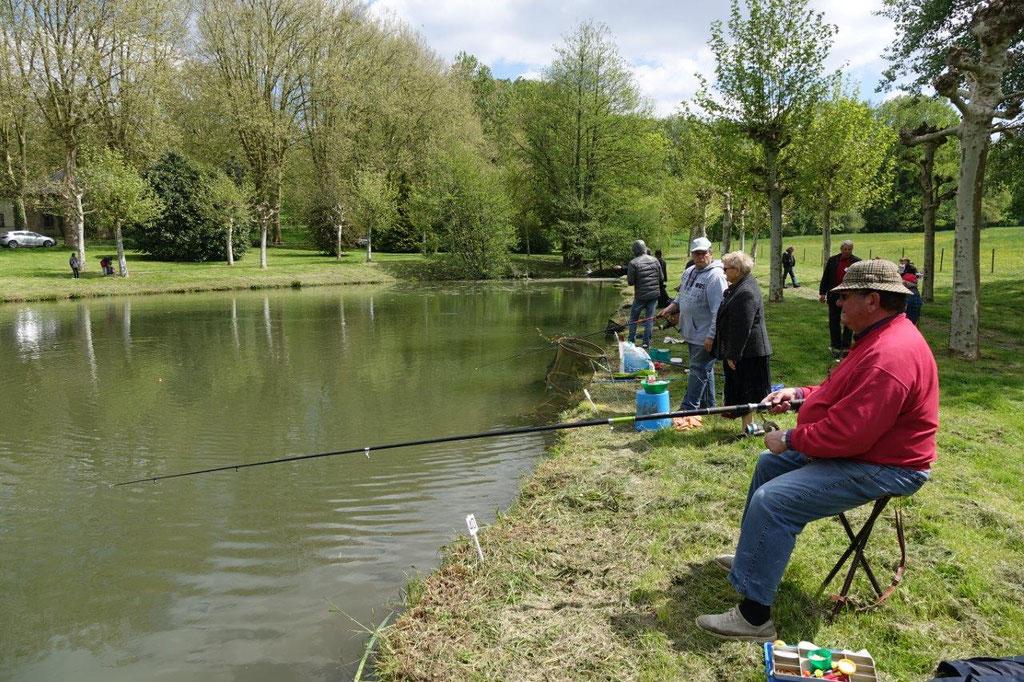 L'étang du parc du Château de Dormans est un spot de pêche très apprécié.