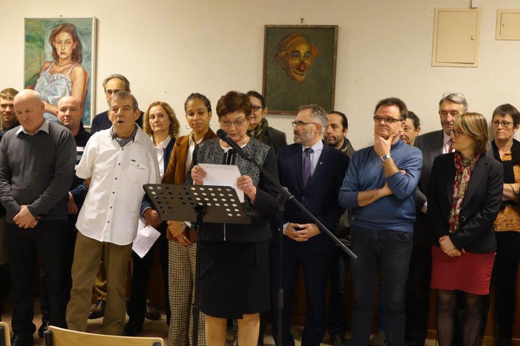 Jacqueline Picart accueille les participants, entourée de nombreux élus et acteurs du territoire.