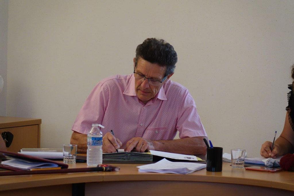 Michel Courteaux est le maire de la commune de Dormans depuis le 17 novembre 2017.
