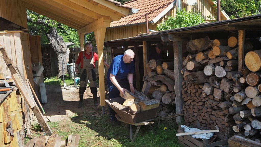 Holz machen für den Backofen