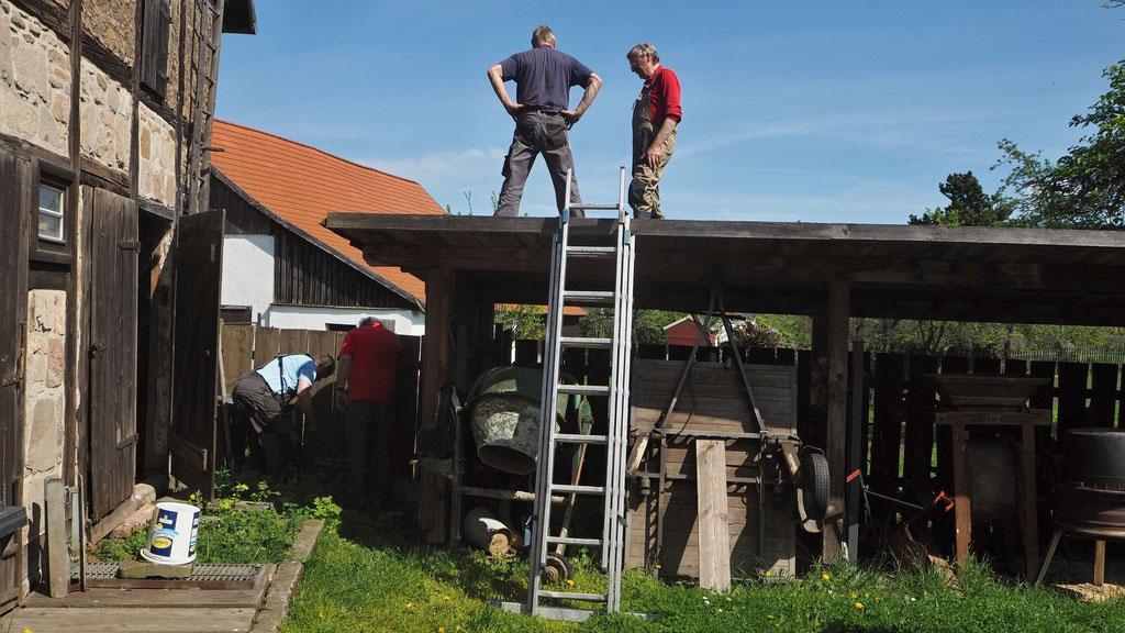 Dringende Reparatur am Schleppdach