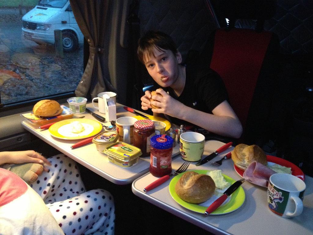 Das erste Frühstück