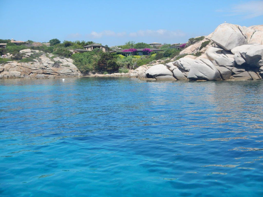 eine Insel vor Korsika mit traumhaftem scheiß Türkis