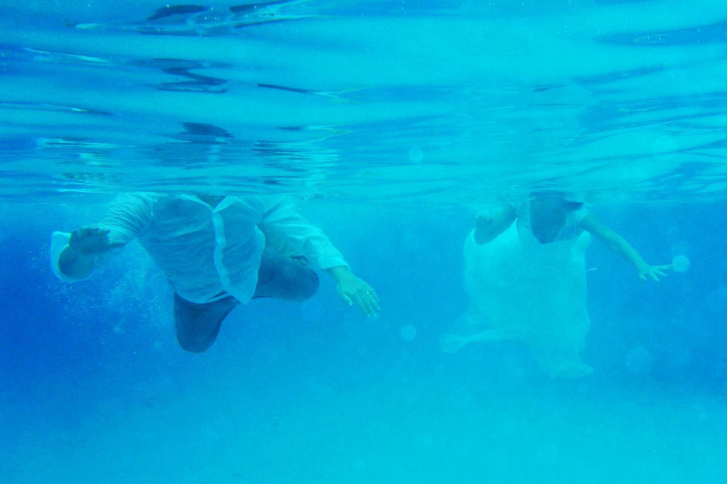 Hochzeitsfotos unter Wasser