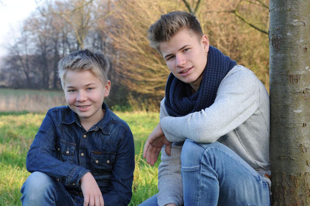 Geschwisterportraits zuhause