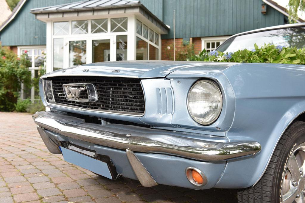 Mustang hellblau zur Hochzeit