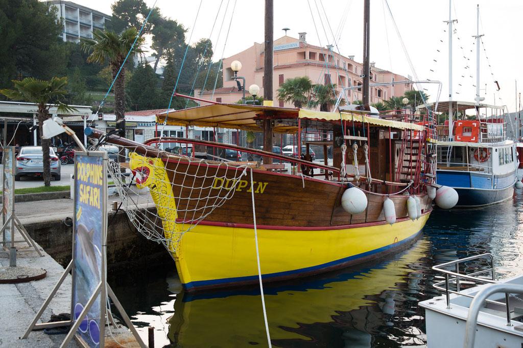 Ausflugsschiff im Hafen