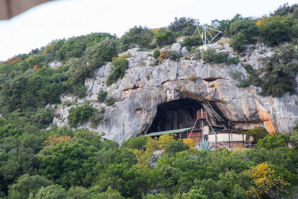 Pirate Cave Bar / eine alte Piratenhöhle