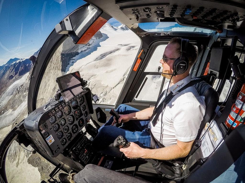 Elite Flights, Bell 206 Jet Ranger, HB-ZPZ, Alpenrundflug mit Gletscherlandung, Alpenflug, Helikopterflug,  Gletscherflug, Gletscherapéro, Lötschenlücke