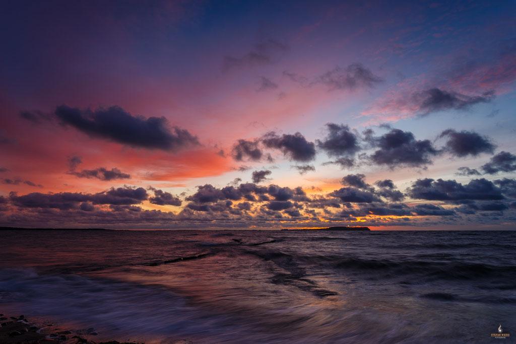 Sonnenuntergang in Dranske mit Blick auf Hiddensee