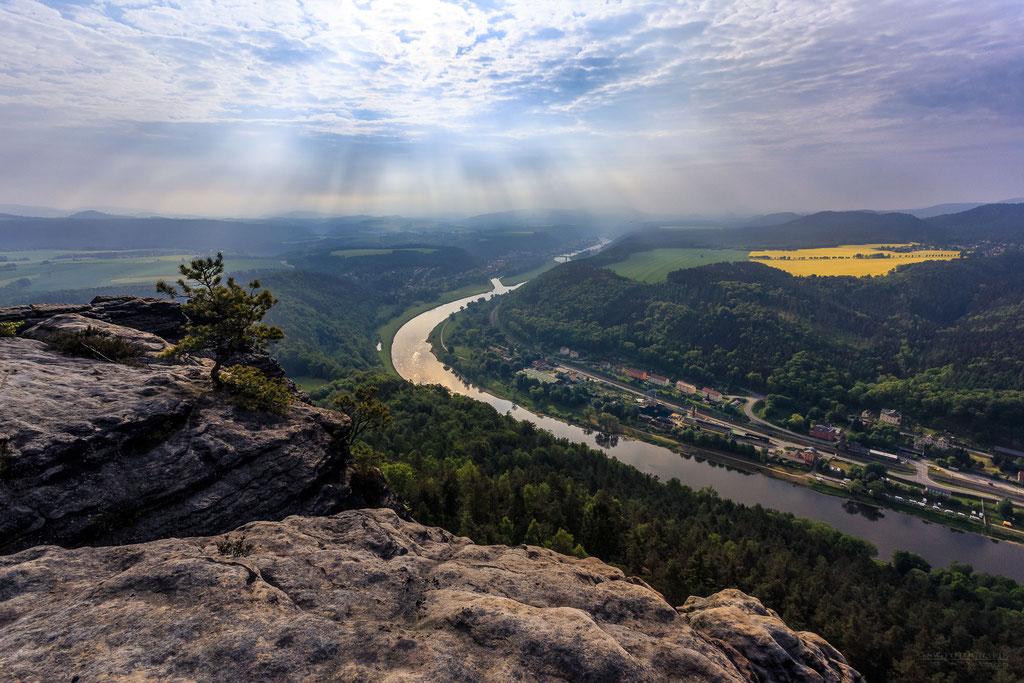 Morgenstimmung auf dem Lilienstein mit Blick auf die Elbe bei Königstein und Bad Schandau