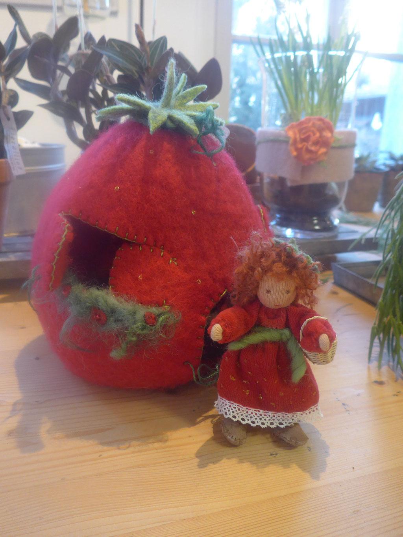 Erdbeerifee und Häuschen               135Fr.