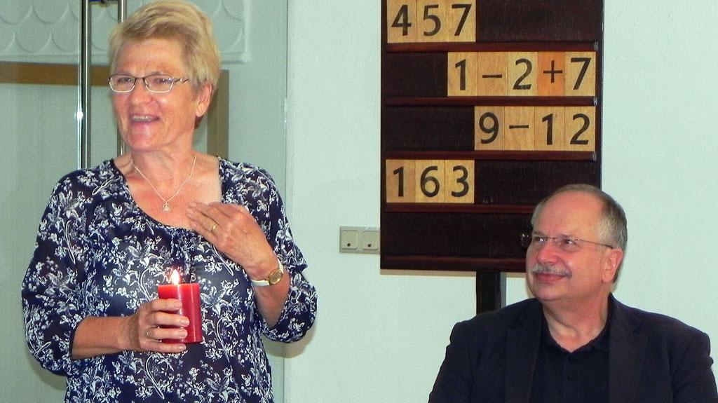 Sabine Hufenreuter, Pflegedienstleiterin i.R. und Stiftungsdirektor Andreas Schindler