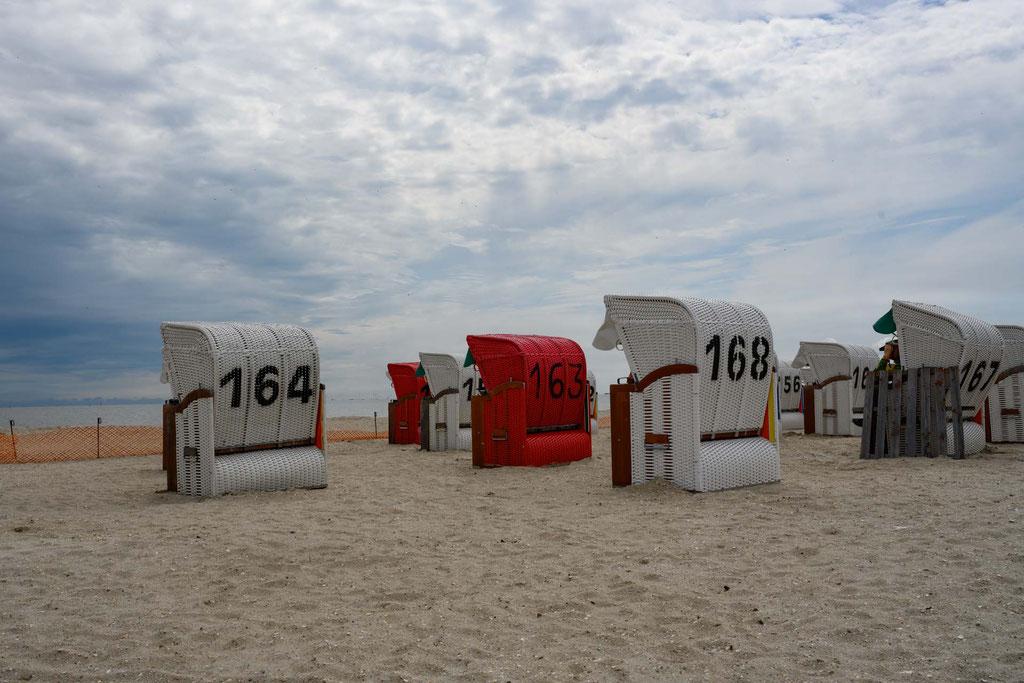 Strandkörbe an der Nordsee mit eigener Hausnummer