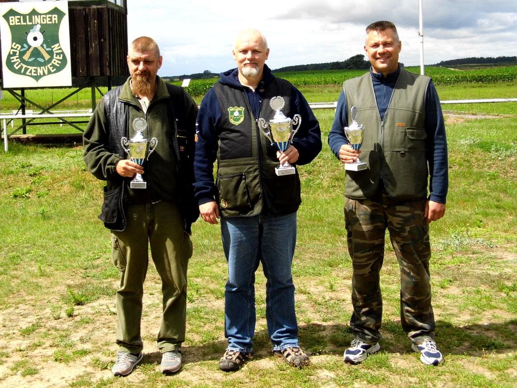 Gewinner der Schützen-/ Altersklasse von links nach rechts: Kai Pankau, Roberto Greiff und Uwe Stegemann