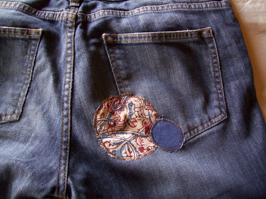 Pièces sur trou de pantalon