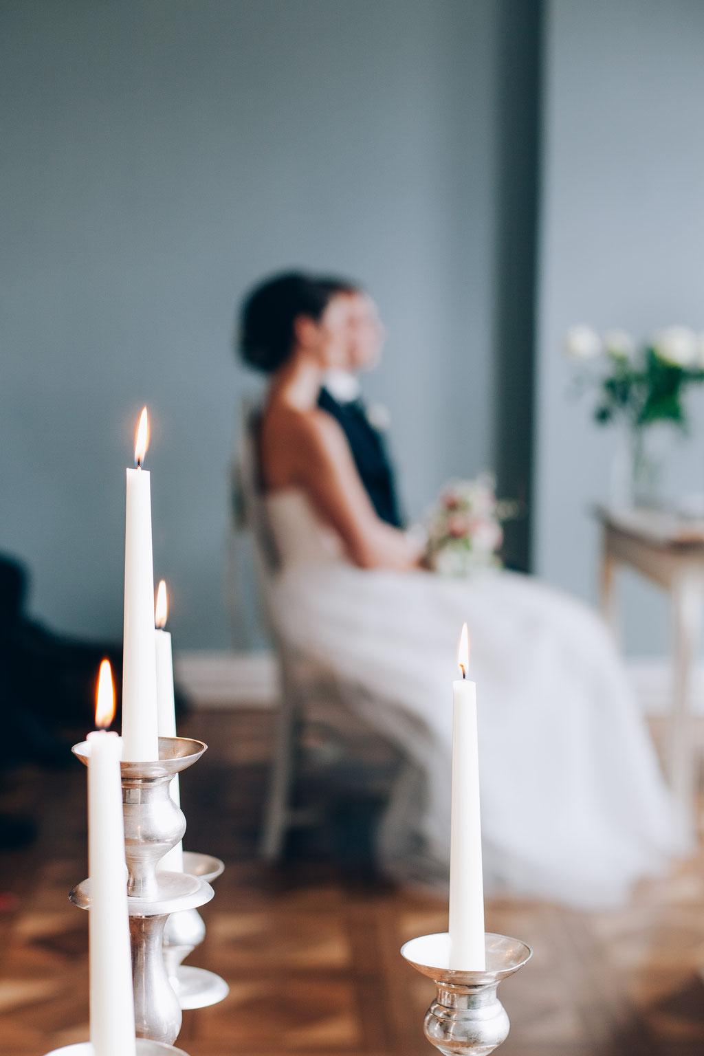 Hochzeitsfotograf-Rostock Hochzeitspaar-Schloss-Gamehl-Kerzenständer
