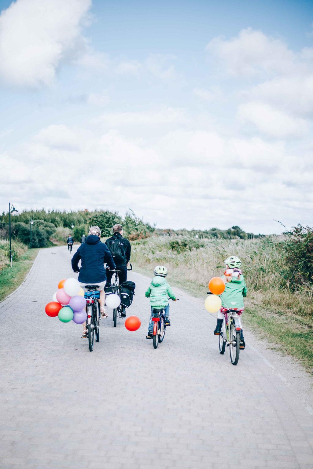 Hochzeitsfotograf-Rostock Hochzeit-Hiddensee-Familie-auf-Fahrrad