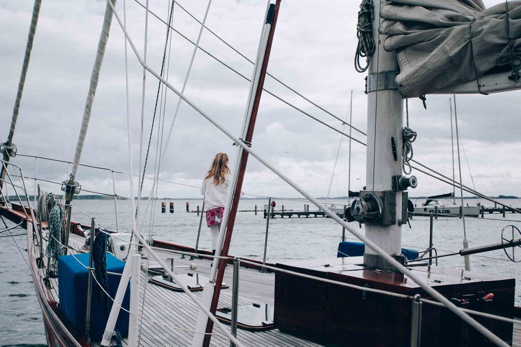 Hochzeitsfotograf-Rostock Hochzeit-Hiddensee-Segelschiff-im-Hafen