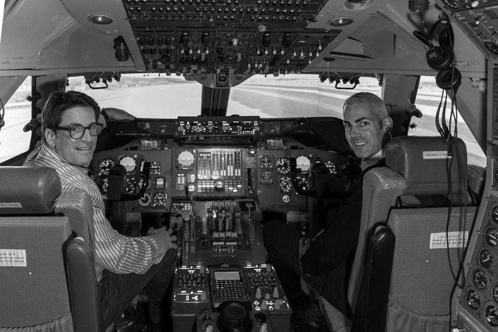 Links Dr. med. Ralph Läubli, rechts Gunnar Jansen – Leader Patrouille Suisse, beide von Nodus