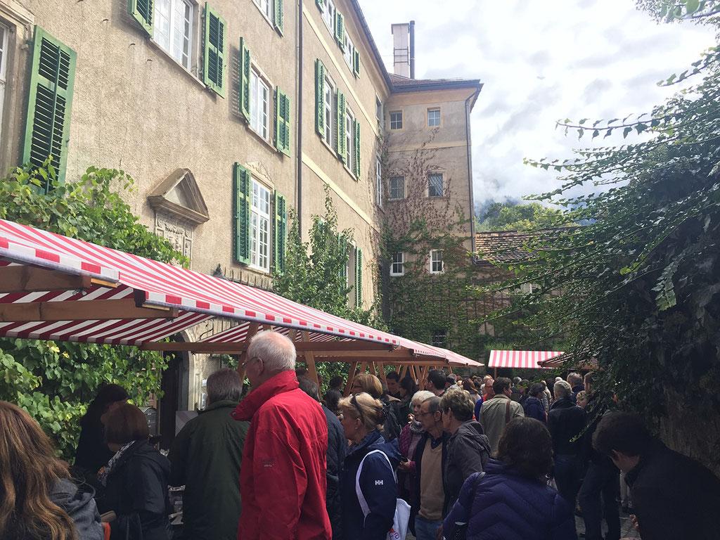Marktstände rund um das Schloss