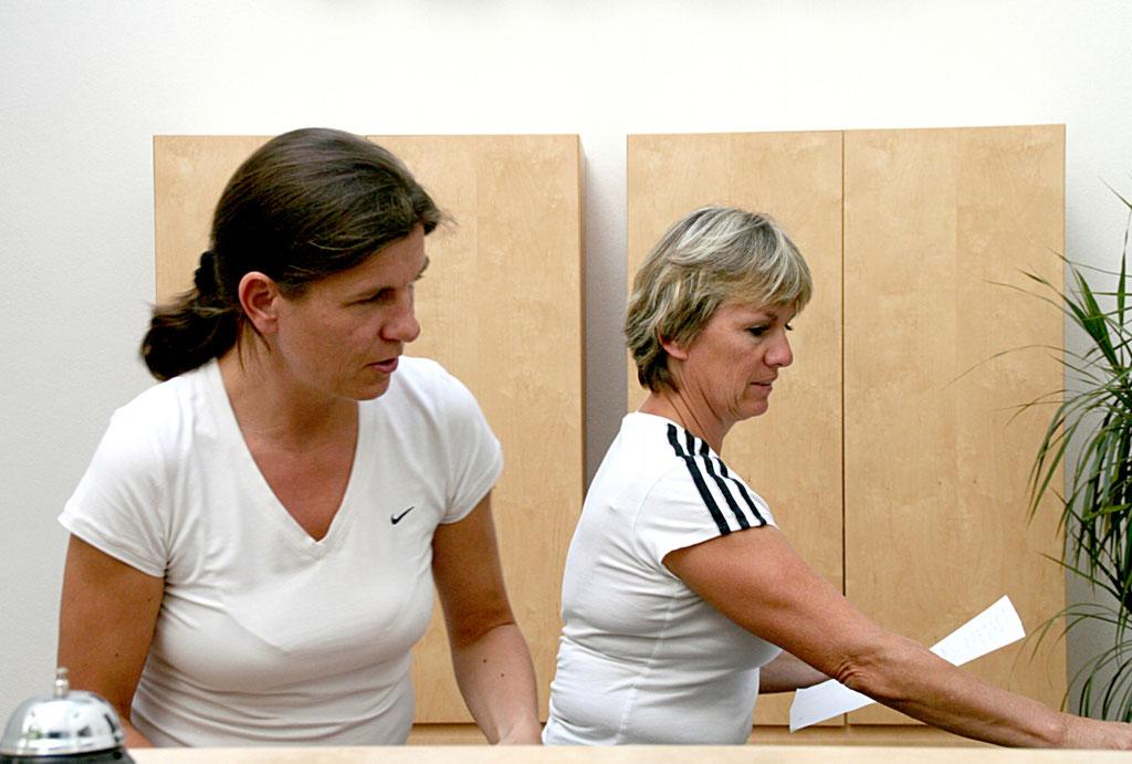 Marlene Mäser und Gabriele Jagg, Physiotherapeutinnen