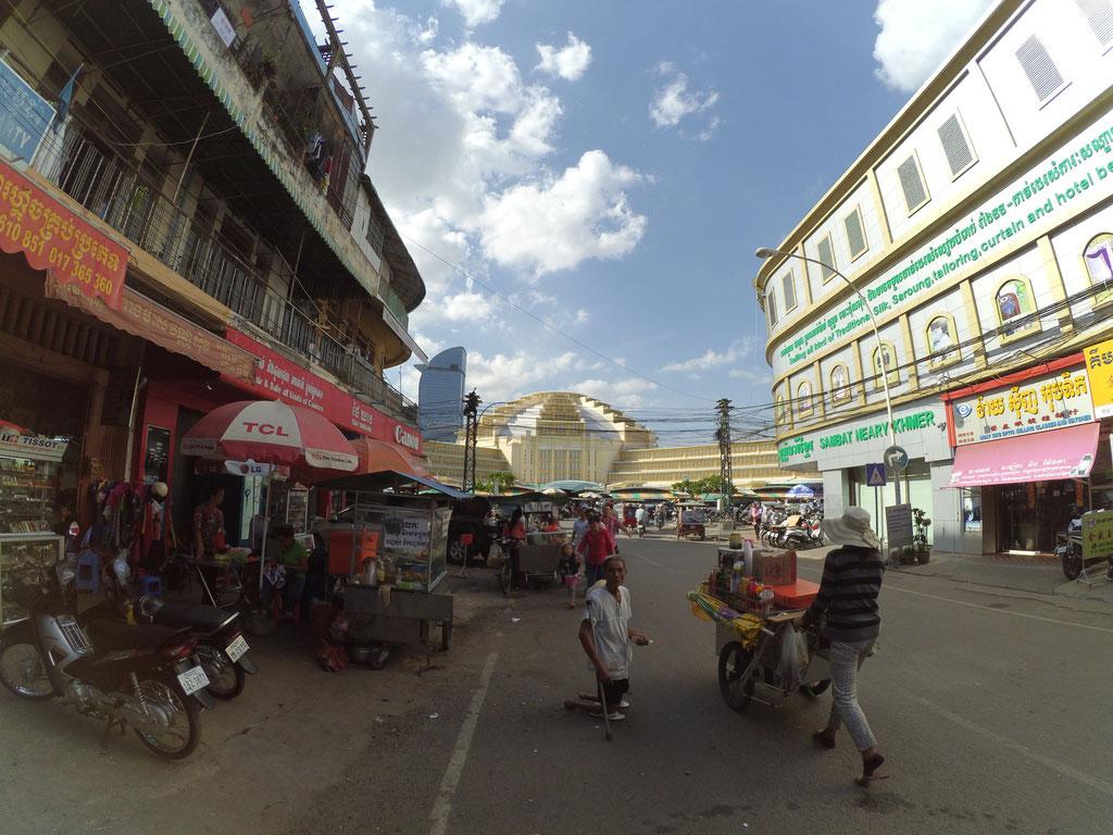 Im Hintergrund der Central Market. Man beachte den Krüppel im Vordergrund