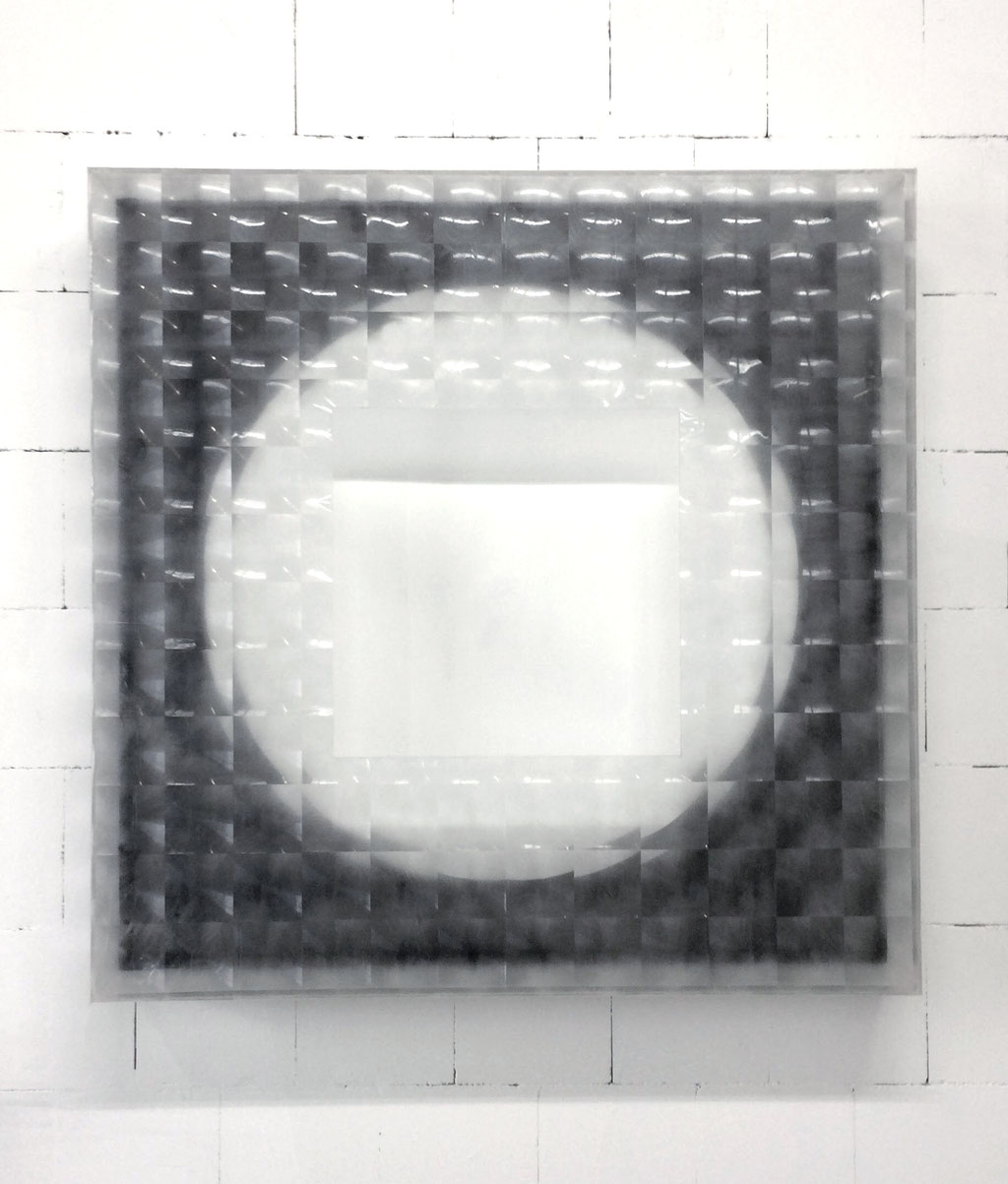 circle in a cube/ oil on canvas, cube of acrylic glas, foil, 140 x 140 x 20