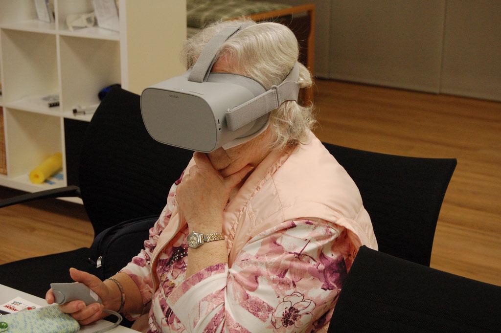 Für zukünftige Senior*innen bald selbstverständlich: Eintauchen in Virtual Reality | Foto: IZGS
