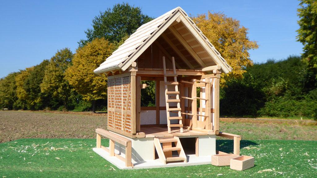 Sattelkammer Front für Schleich Pferde aus Holz www.3zinken.de