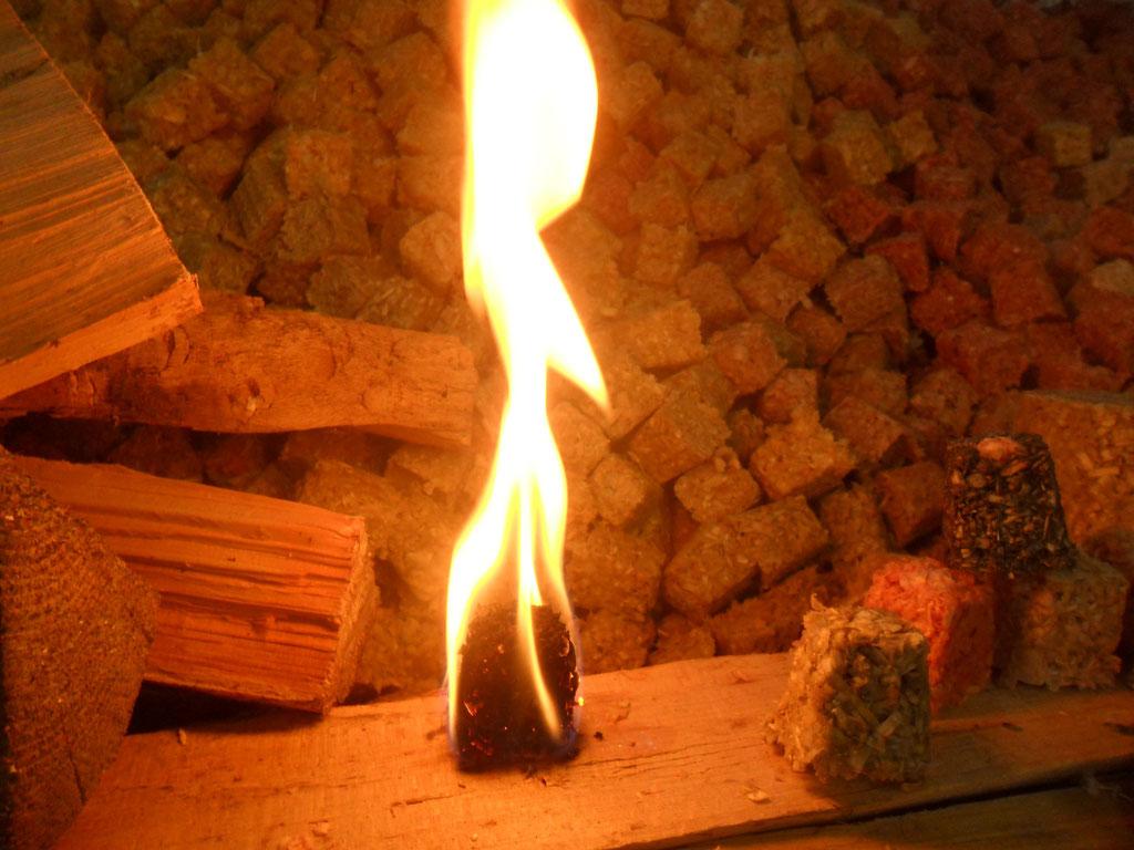 brennender Feuer-Flott Ofenanzünder
