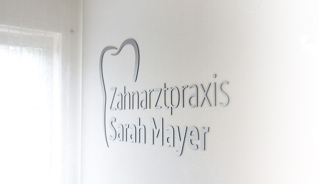 Fotografie: Peter Scheerer Stuttgart - Zahnarztpraxis Sarah Mayer Osterburken - Logowand