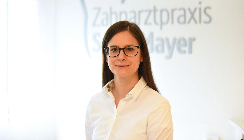 Fotografie: Peter Scheerer Stuttgart - Zahnarztpraxis Sarah Mayer Osterburken - Portrait Sarah Mayer
