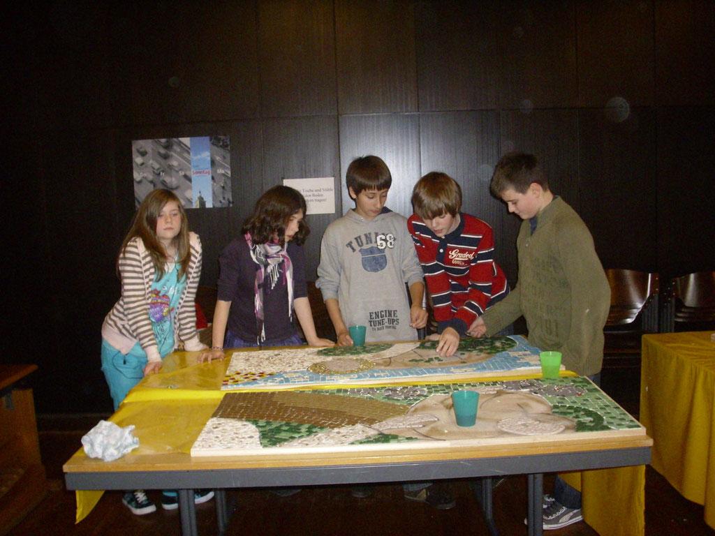 Kinder gestalten Altarmosaik