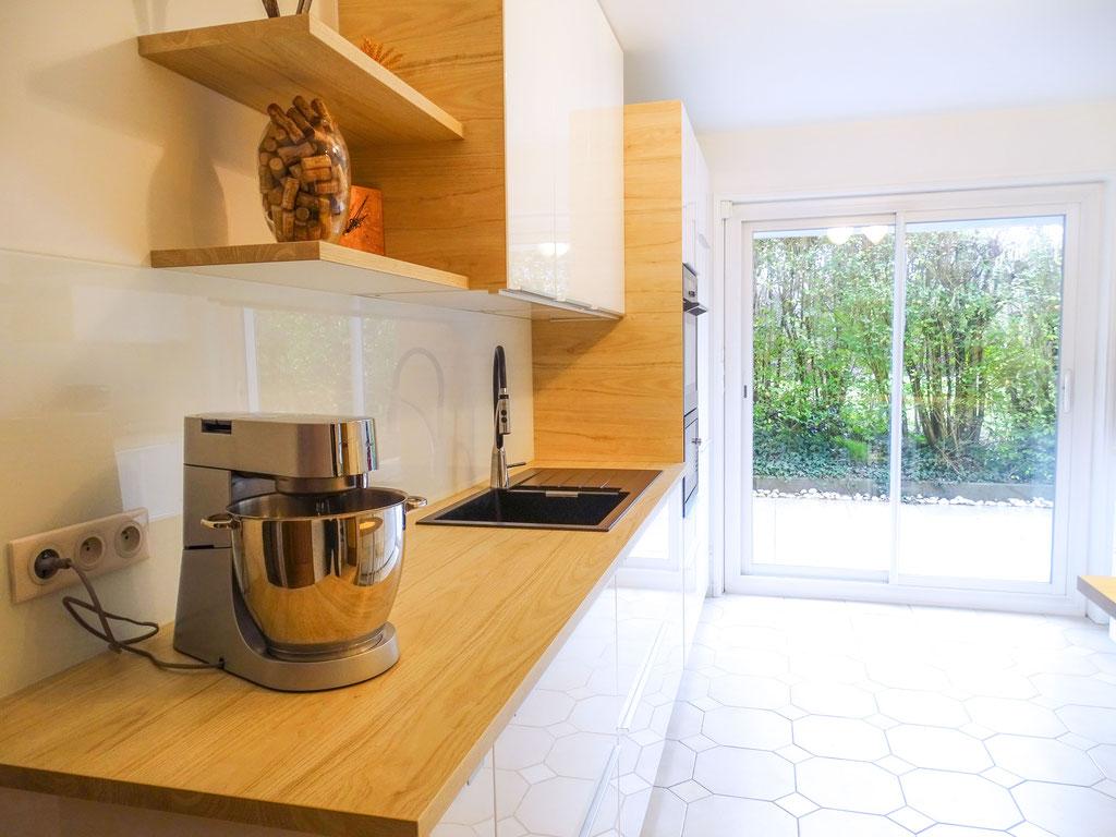 AL Intérieurs, agence architecture intérieur et décoration lyon, rénovation d'une cuisine aux teintes scandinaves,  plan de travail imitation bois chêne