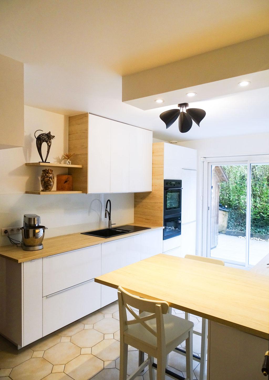 AL Intérieurs, agence architecture intérieur et décoration lyon, rénovation d'une cuisine aux teintes scandinaves, de nombreux rangements optimisés