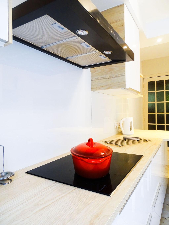 AL Intérieurs, agence architecture intérieur et décoration lyon, rénovation d'une cuisine aux teintes scandinaves, étagères en bois design