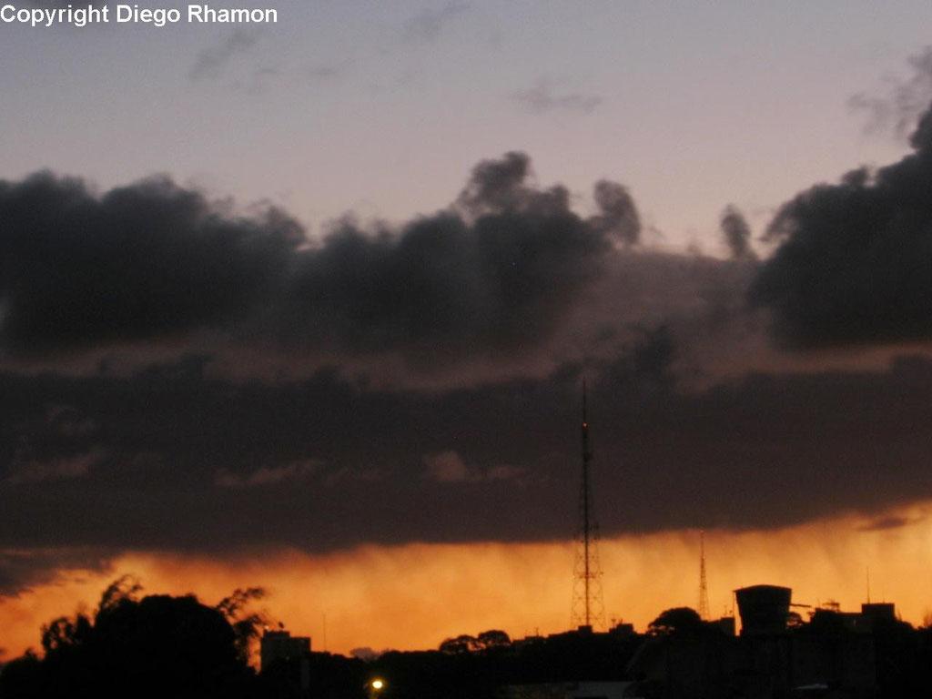 Stratus virga vistas em João Pessoa, Paraíba, em 04/03/2012.