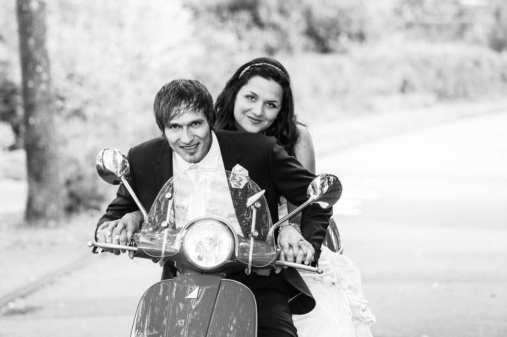 Hochzeitsfoto mit Roller Fotograf in Wuppertal NRW